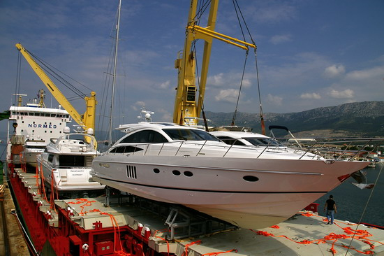boats-shipping-overseas-costs