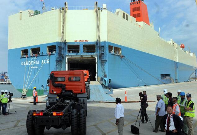 trucks-transport-overseas